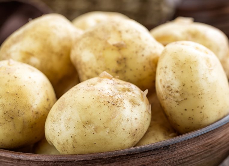 What happens to the starch in a potato when it is getting old? Is there an odour?